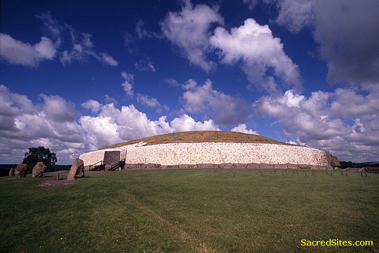 Newgrange by Martin Gray